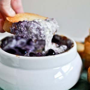 Hot Blueberry Cheddar Dip with Toasty Bread