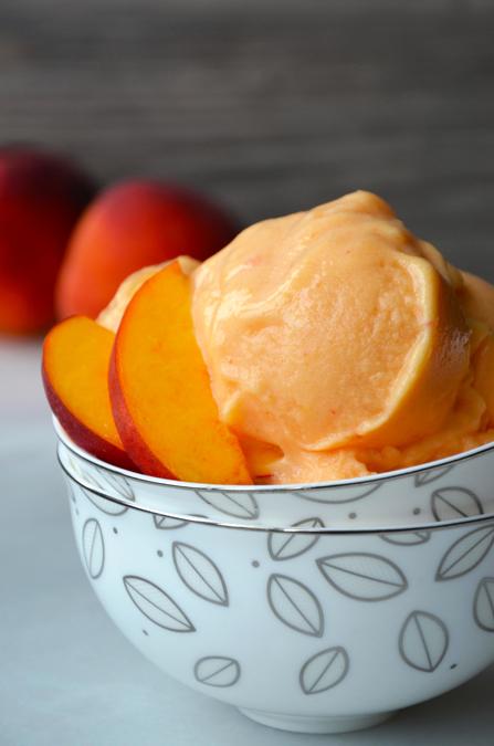 5-Minute Healthy Peach Frozen Yogurt