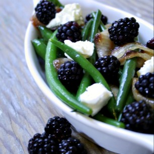 Green Beans with Blackberries, Caramelized Onions and Goat Cheese