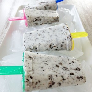 Skinny Cookies and Cream Popsicles