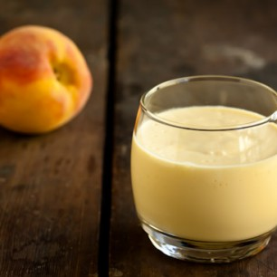 Creamy Peach and Greek Yogurt Smoothie